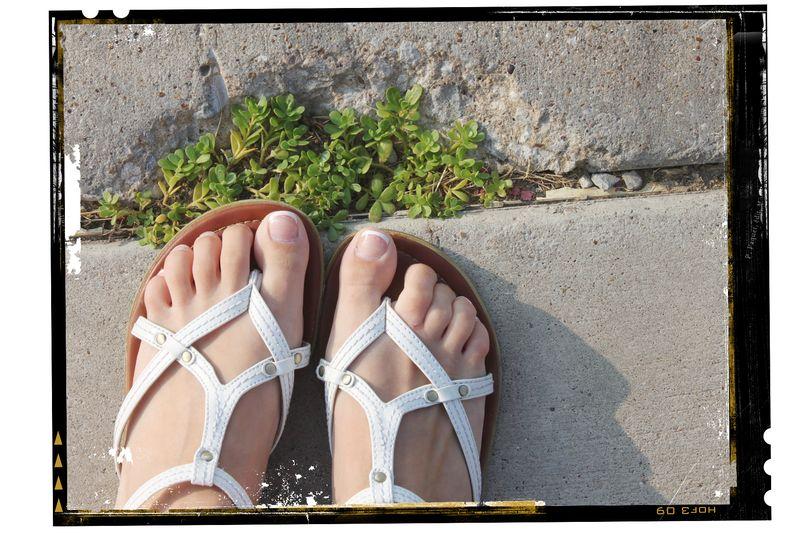 Sidewalk_feet