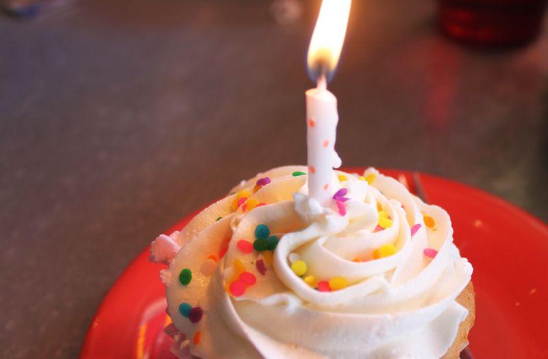 Blog_bday_cupcake_IMG_4524