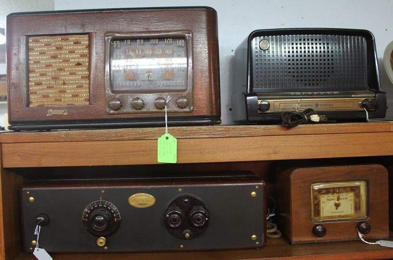 Town_antiques_radios_IMG_2033